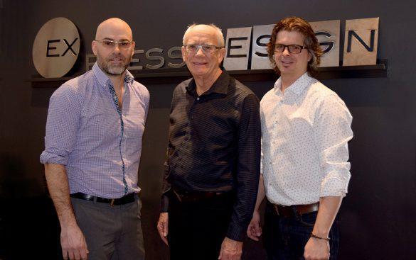 Léonard Arsenault, entouré des nouveaux propriétaires Sébastien Déraspe et Hugo Miousse