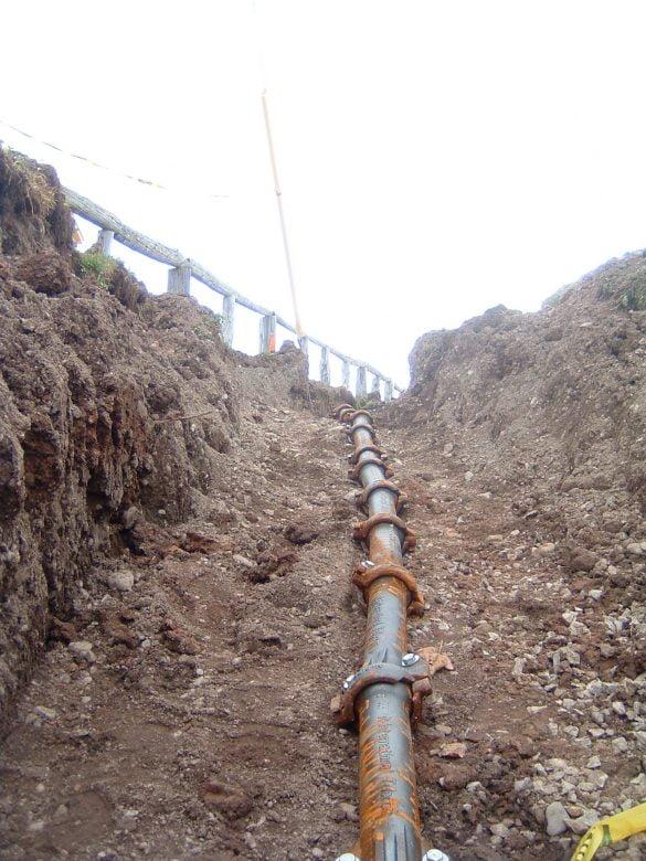 gaines-protegeant-les-cables-2
